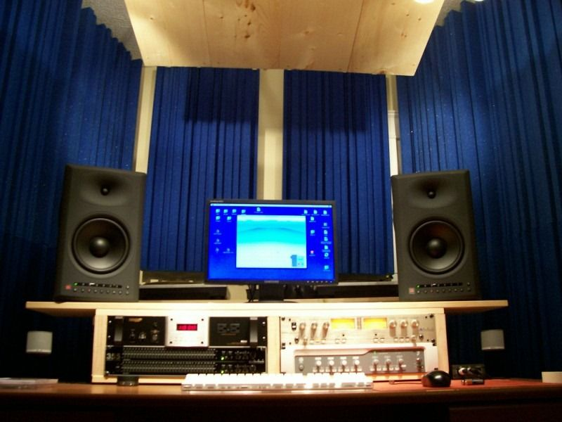 Fantastic Choose Right Equipments For Your Own Home Recording Studio Stuff Largest Home Design Picture Inspirations Pitcheantrous