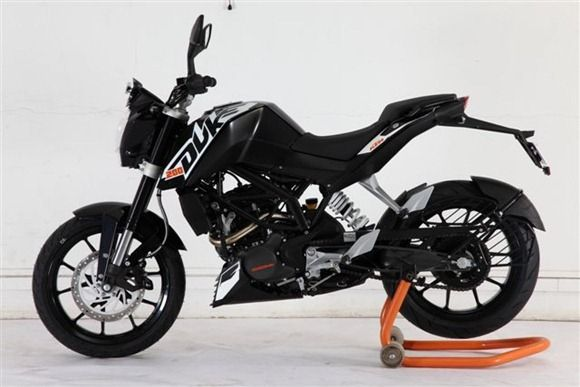 The Duke 390 The 2013 Bike From The House Of Ktm Ktm Duke Motos