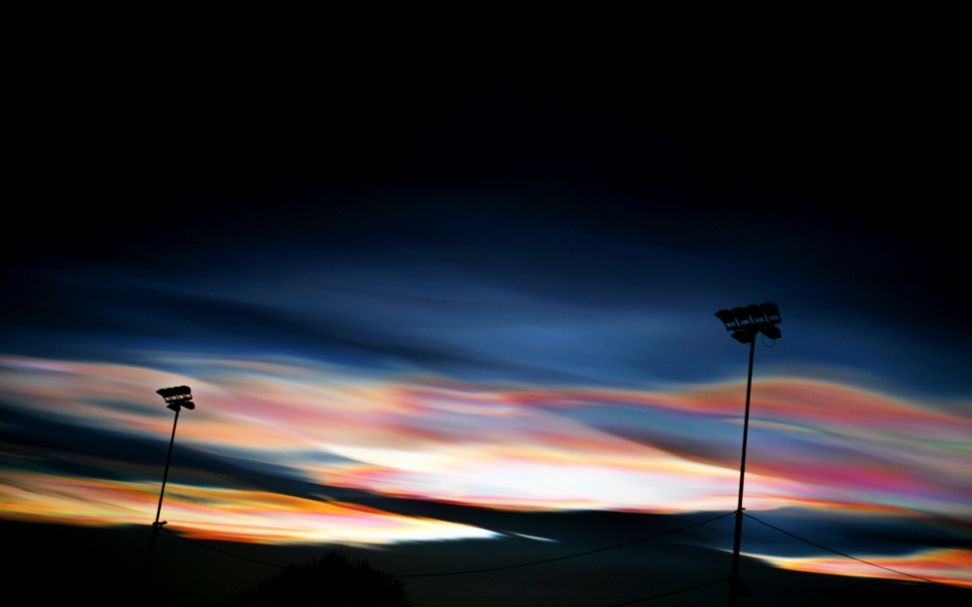 Den blodrøde himmelen i Edvart Munchs «Skrik» kan være perlemorskyer, tror tre norske meteorologer. De presenterte sin alternative hypotese i Wien mandag.