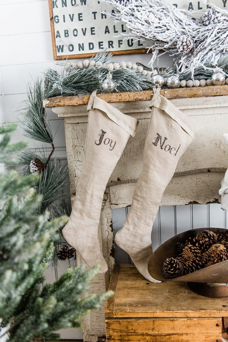 Rustic farmhouse christmas decor a great pin for farmhouse cottage style home decor inspiration
