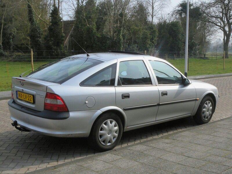 Opel Vectra 1 6i Gl 5 Deurs Hatchback B H5 1996 Van 2001 Tot 2009 In Gereden