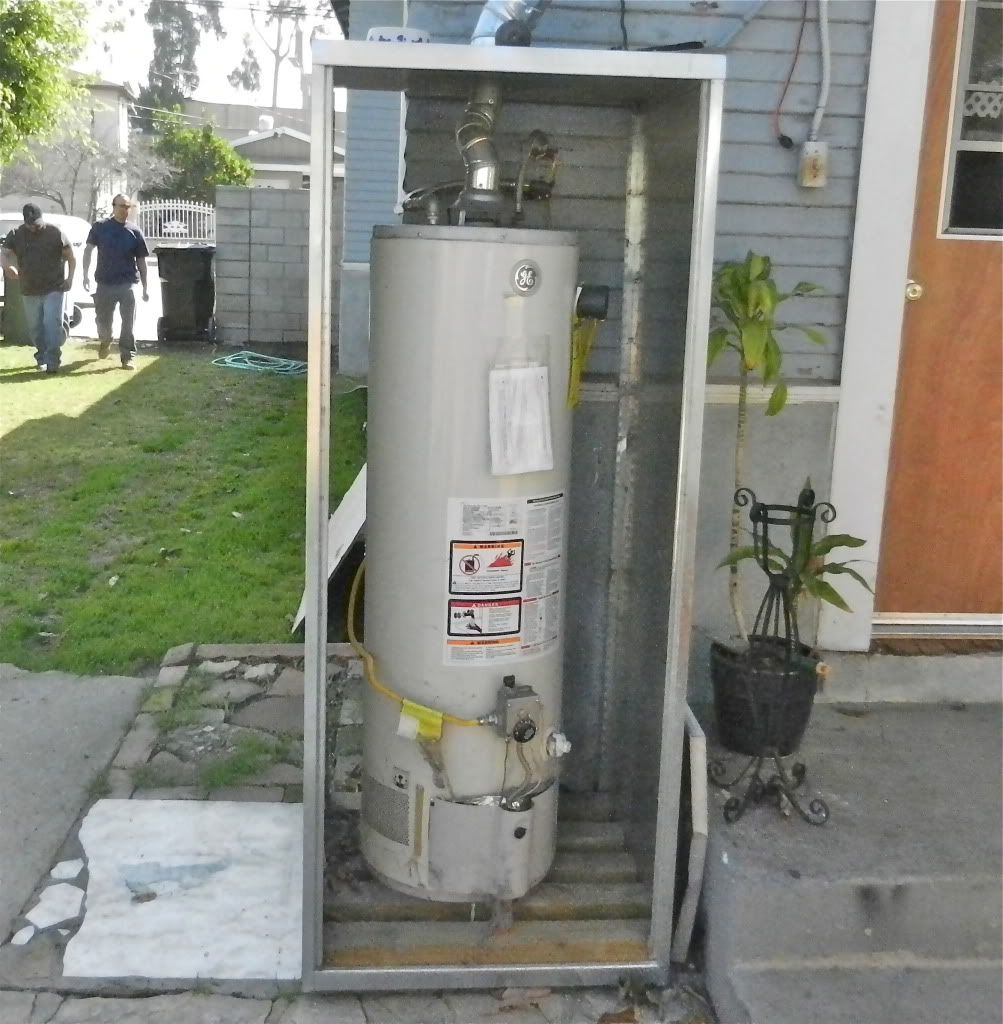 Exceptionnel Depiction Of Outdoor Water Heater Enclosure To Protect And Maintain Its  Durability
