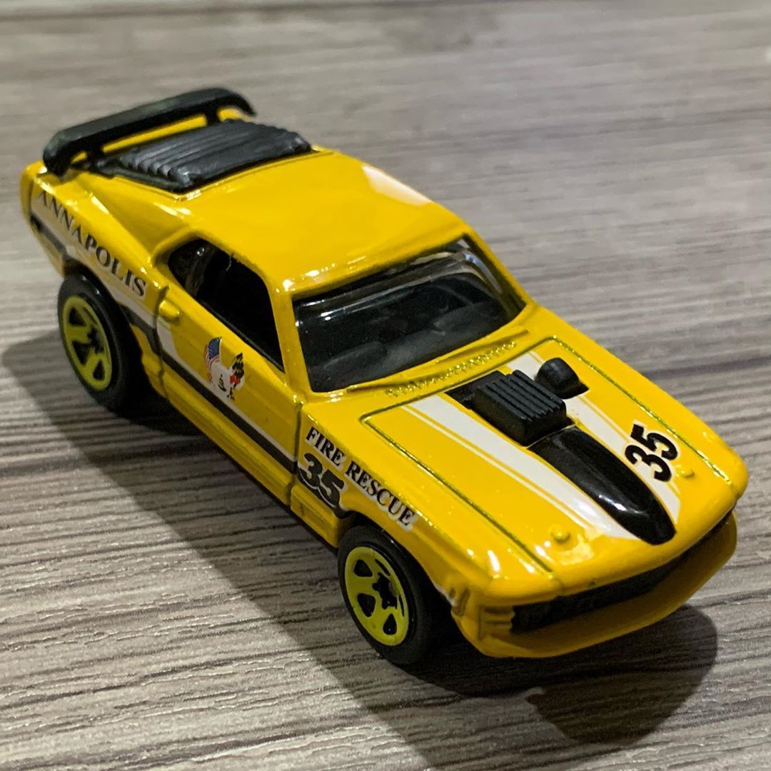 Keren ini... #ford #mustang #mach #musclecar #race #indonesia #collection. #diecast #car #cars #hotwheels #hotwheelsindonesia #toys #toyphotography #hotwheelstomang #longing #rbsantosa #pain #isolation #toys #quarantine #collection #xtoys #home #rbsantosa #solitude #hotwheelscollector #car #cars