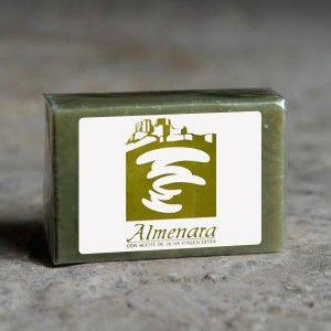 Jabón natural hecho a base aceite de oliva virgen extra; protege y suaviza la piel. Está indicado en todo tipo de pieles. www.artesanosmanchegos.com