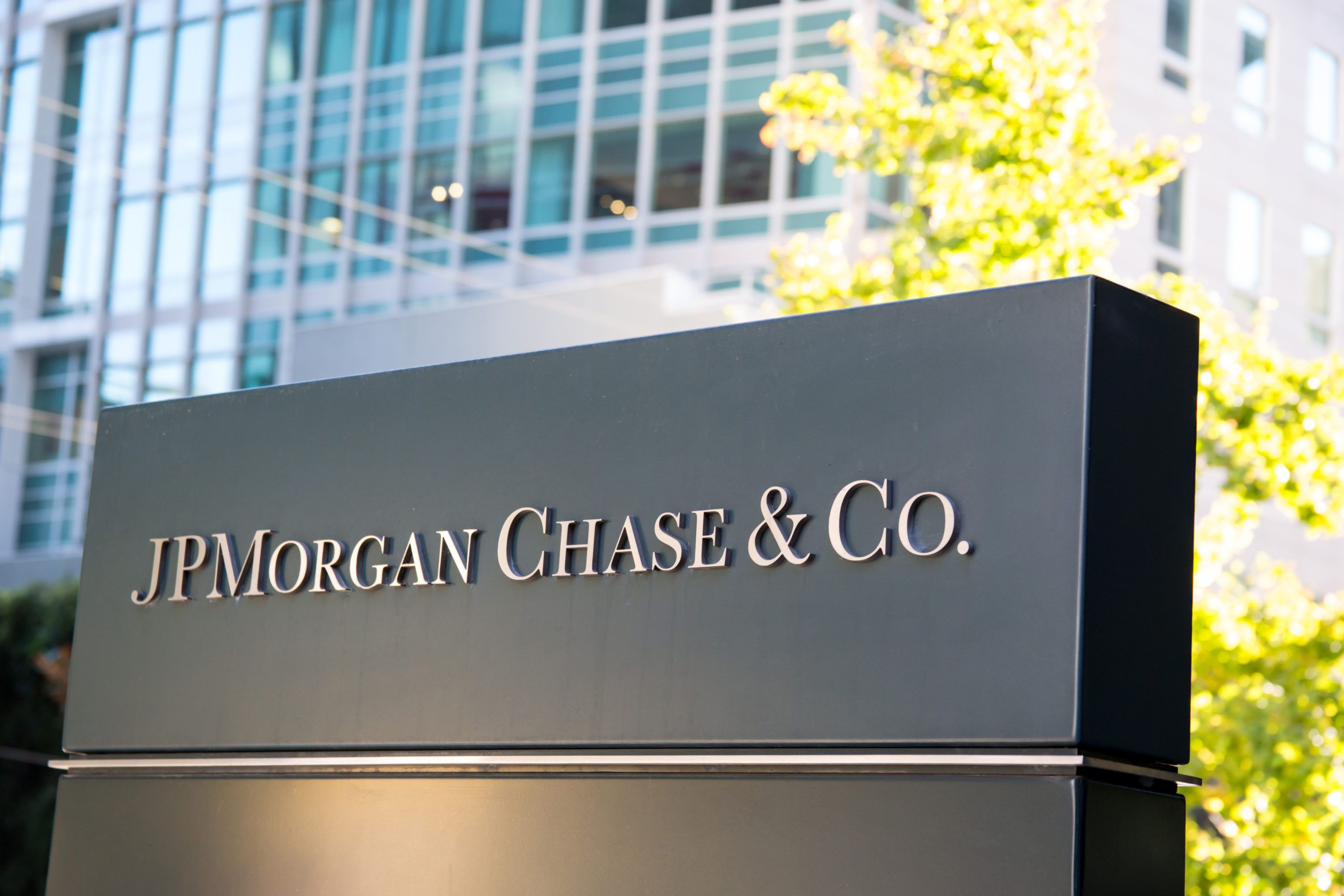 jp morgan cryptocurrency invest