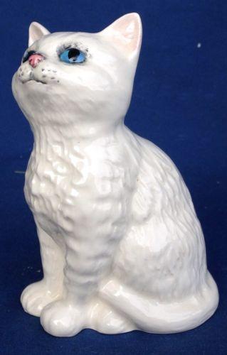 Vintage Royal Doulton Blue Eyed Persian Cat Figurine Made In England Porcelain Ebay Vintage Cat Figurines Persian Cat Persian Cat White