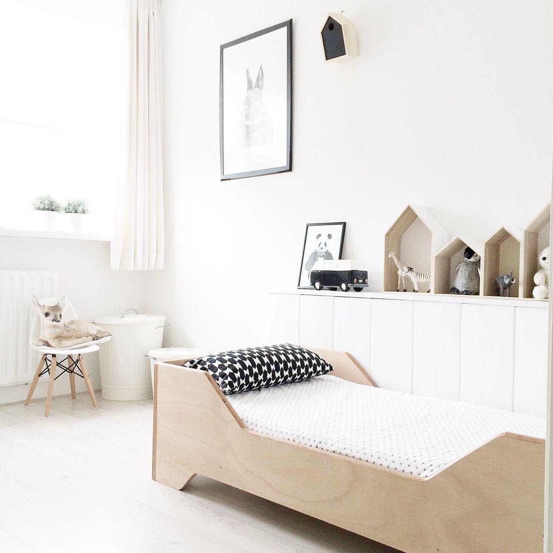 chambre enfant noir et blanc bois