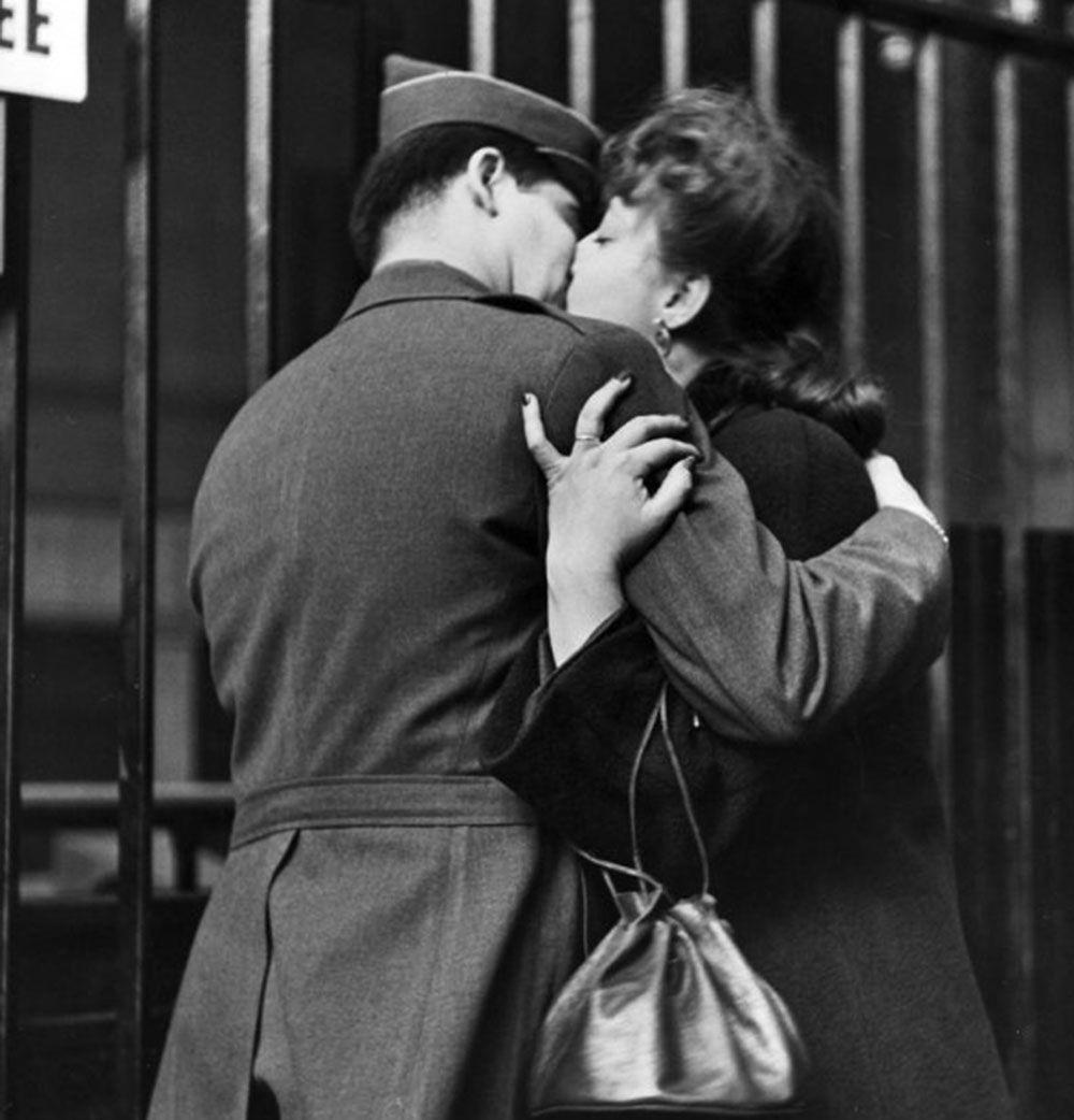 The Last Kiss Goodbye New York 1943 Vintage Kiss Vintage Love