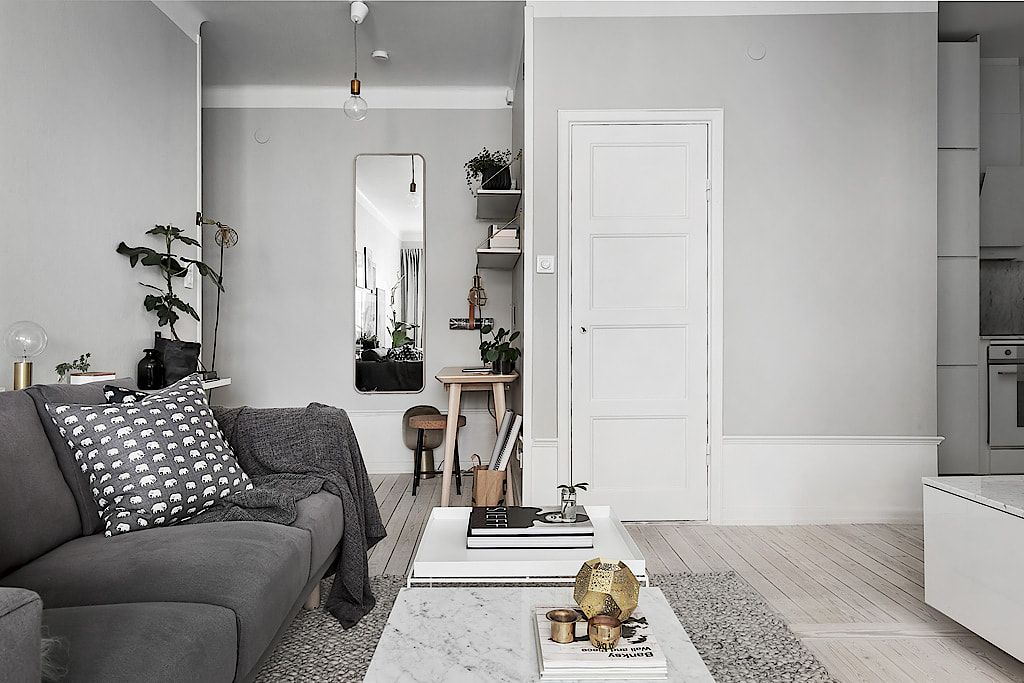 Living room in grey tones with a small workspace