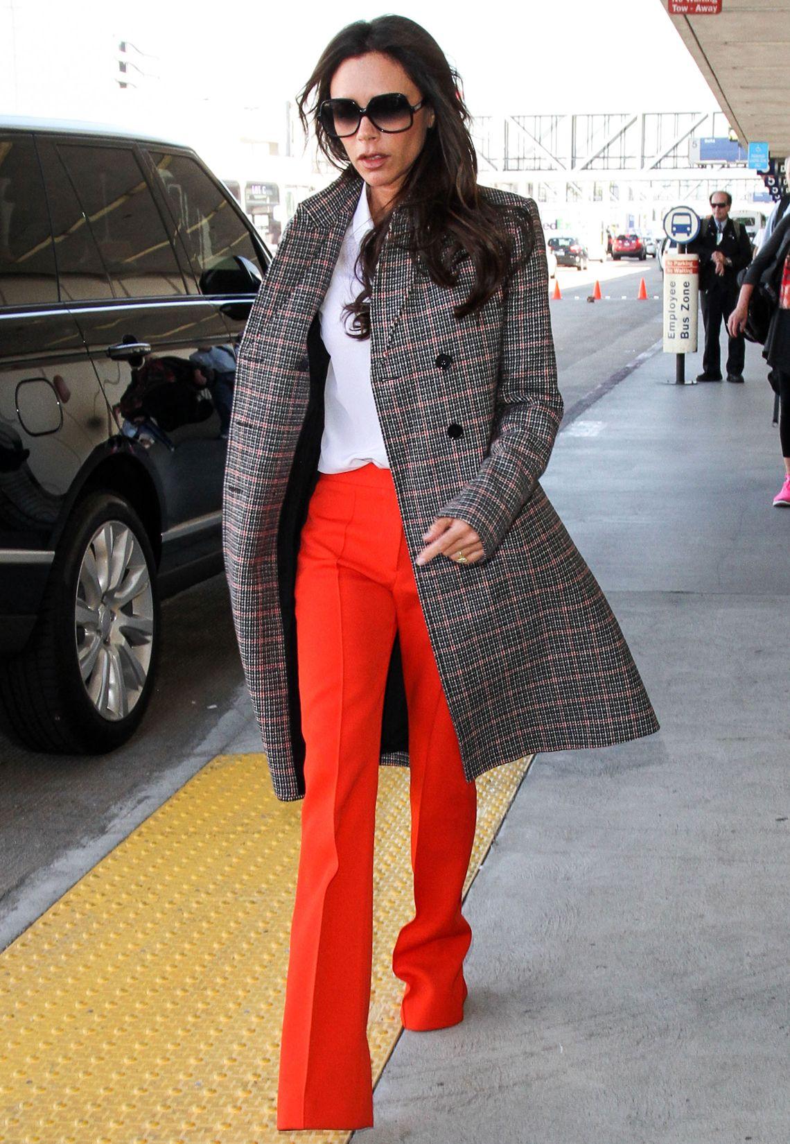 Victoria Beckham hat sich über die Jahre von der Girl-Group-Sängerin zur angesehenen Designerin und Fashion-Ikone entwickelt. Sehen Sie hier ihre schönsten Outfits