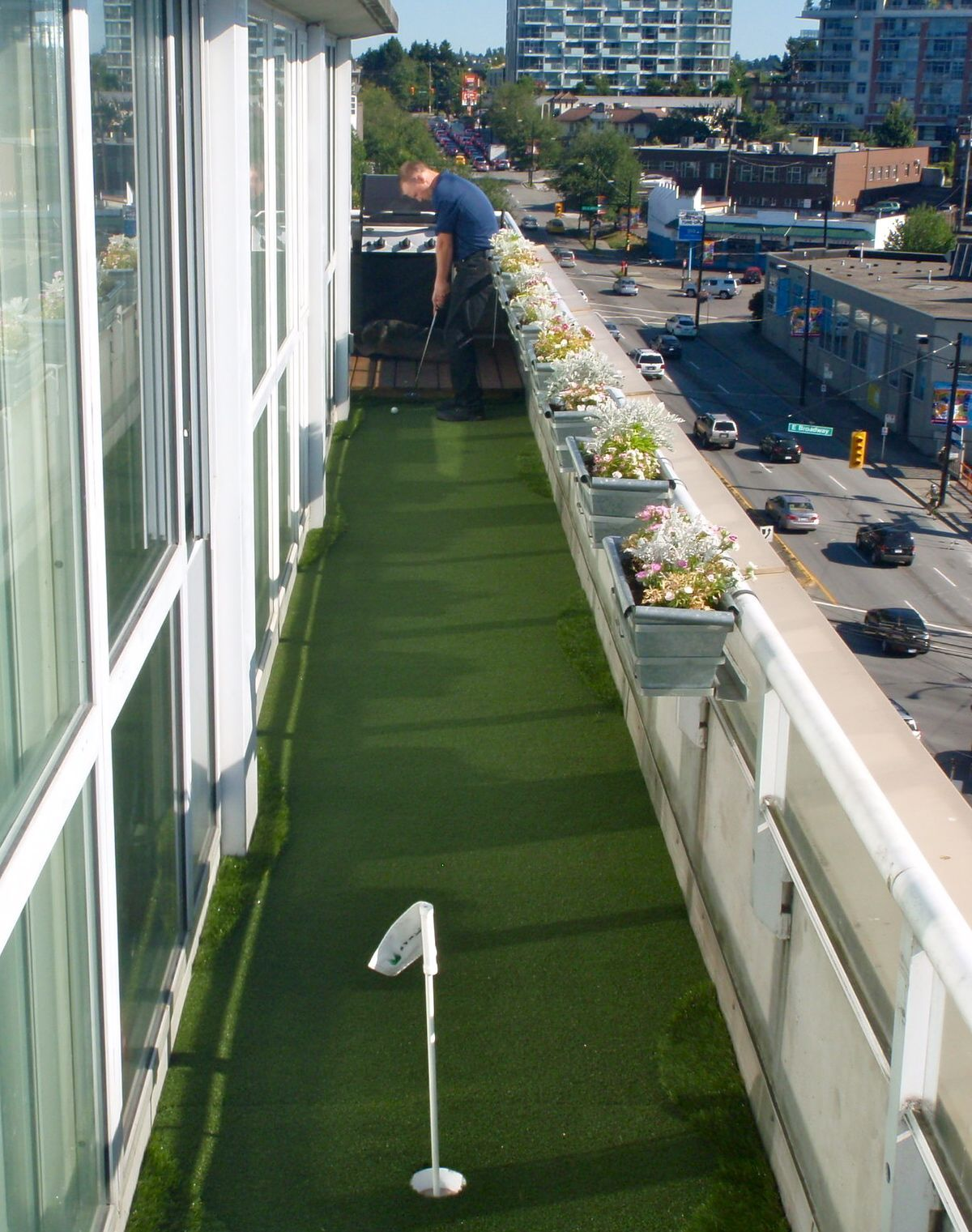 Balcony putting green to practice skills putting