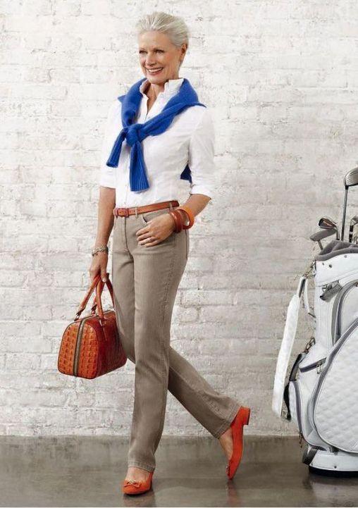 0602dd44c 30 looks confortáveis para mulheres acima dos 50 anos   Blog da Mari  Calegari Calças Cáqui