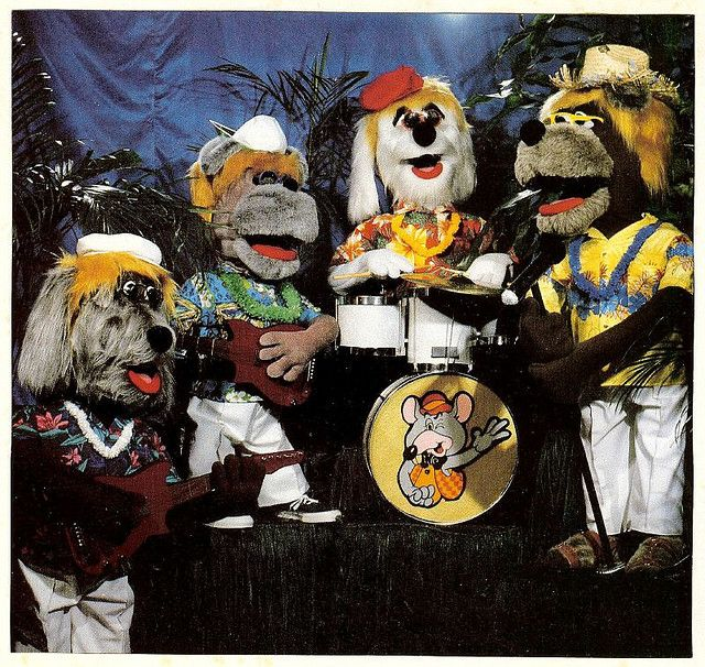 The Beagles From Chuck E Cheese S Pizza Time Theatre Showbiz