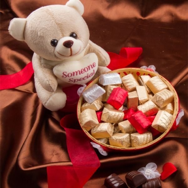 Lollymail Order Edible Lolly Gifts And Chocolate Gifts Online Chocolate Gifts Chocolate Delivery Lollies