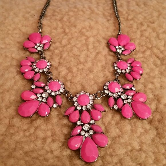 Bohemia Statement Necklace Fuschia flower bib choker chunky pendant chain statement necklace. Shows elegance and glamour.  Material : Alloy Jewelry Necklaces