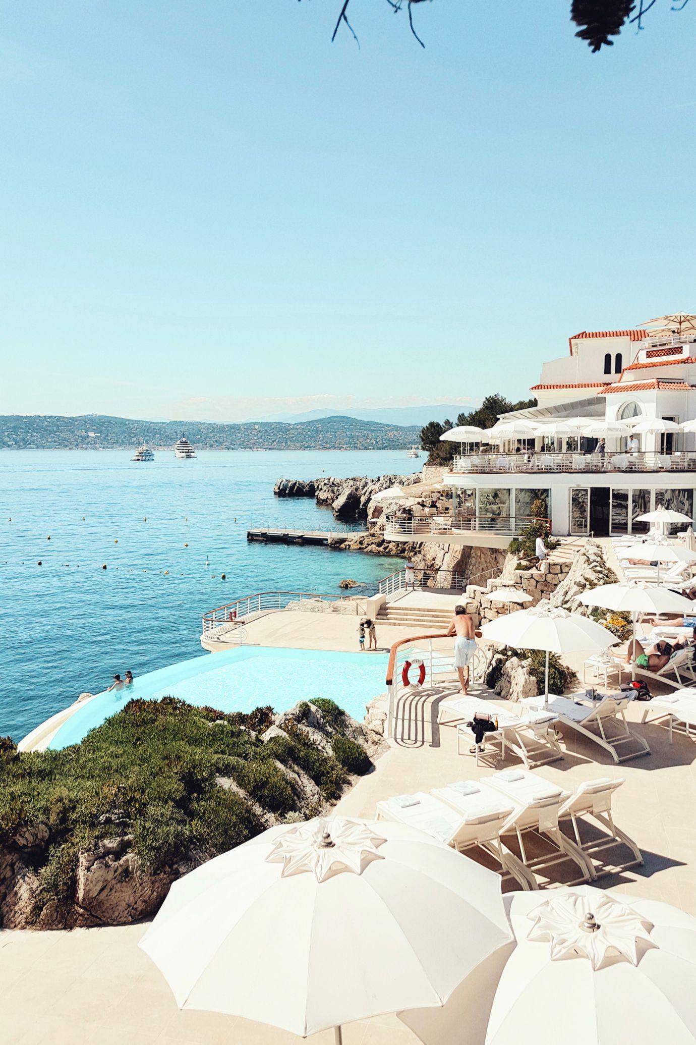 By the pool, Hotel du Cap Eden Roc   Cote d'Azur: http://www.ohhcouture.com/2017/06/miss-dior-for-love-cote-dazur-2/ #leoniehanne #ohhcouture