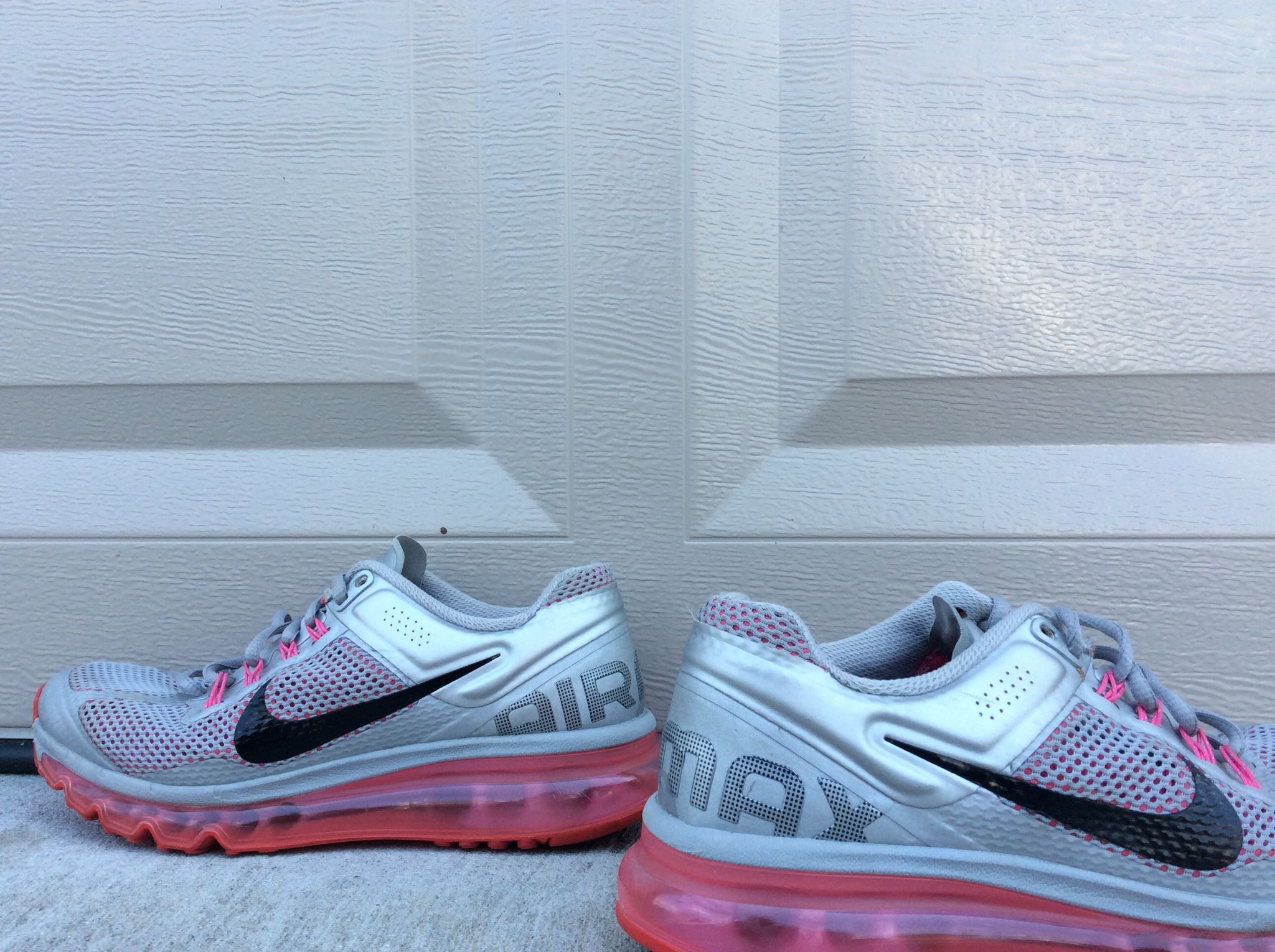 Nike Air Max Shoes in women's size 8. No flaws or imperfections. Find on