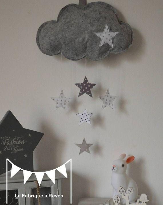 mobile suspension nuage et toiles gris clair gris fonc blanc d coration chambre b b enfant. Black Bedroom Furniture Sets. Home Design Ideas