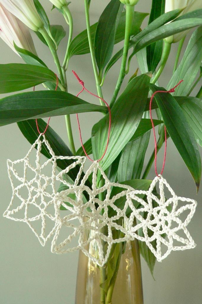 Let It Snow - Snowflake Christmas Ornament {free crochet pattern by Homelea Lass}