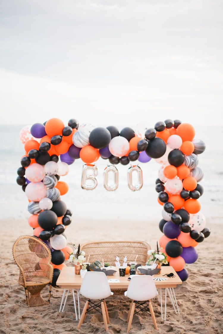 A Halloween Beach Party With Beijos Events Halloween Balloons