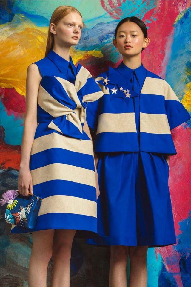 La firma presenta su primera colección 'Resort' inspirada en el cineasta George Méliès. Las estrellas y el azul Klein son las claves de su propuesta preciosista.