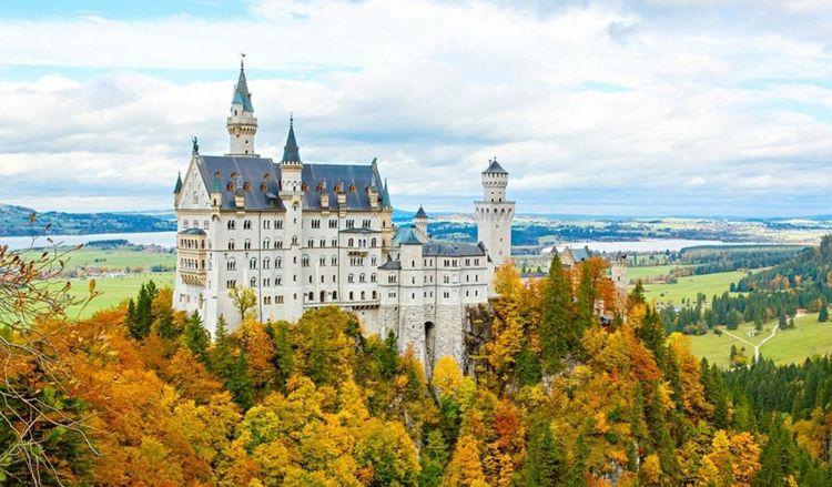 Hochzeit Im Schloss 20 Der Schonsten Schlosser Europas Fur Ihren Grossen Tag Neuschwanstein Castle Castle Wedding Venue Castle