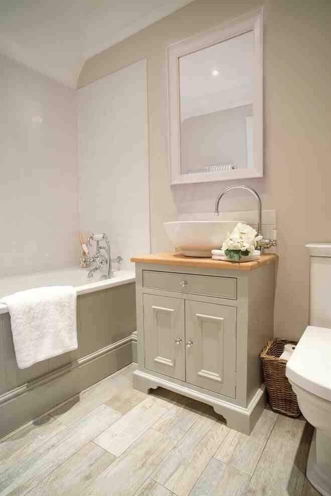 Beautiful bathroom - lovingly repinned by wwwskipperwoodhomeuk