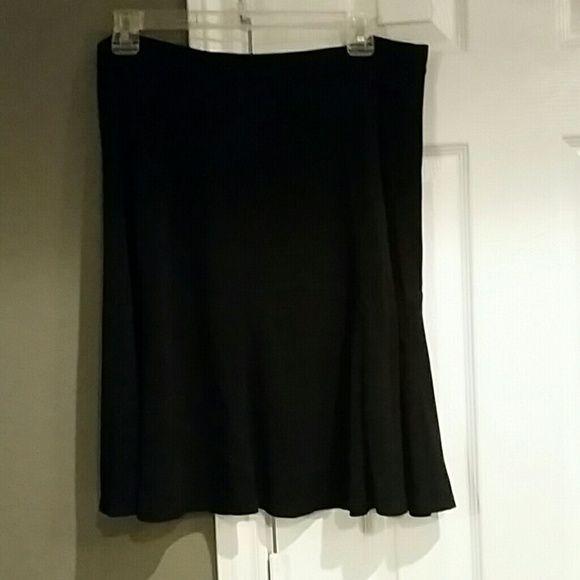Black skirt. Elastic waist Color is great -no fading Liz Claiborne Skirts Midi