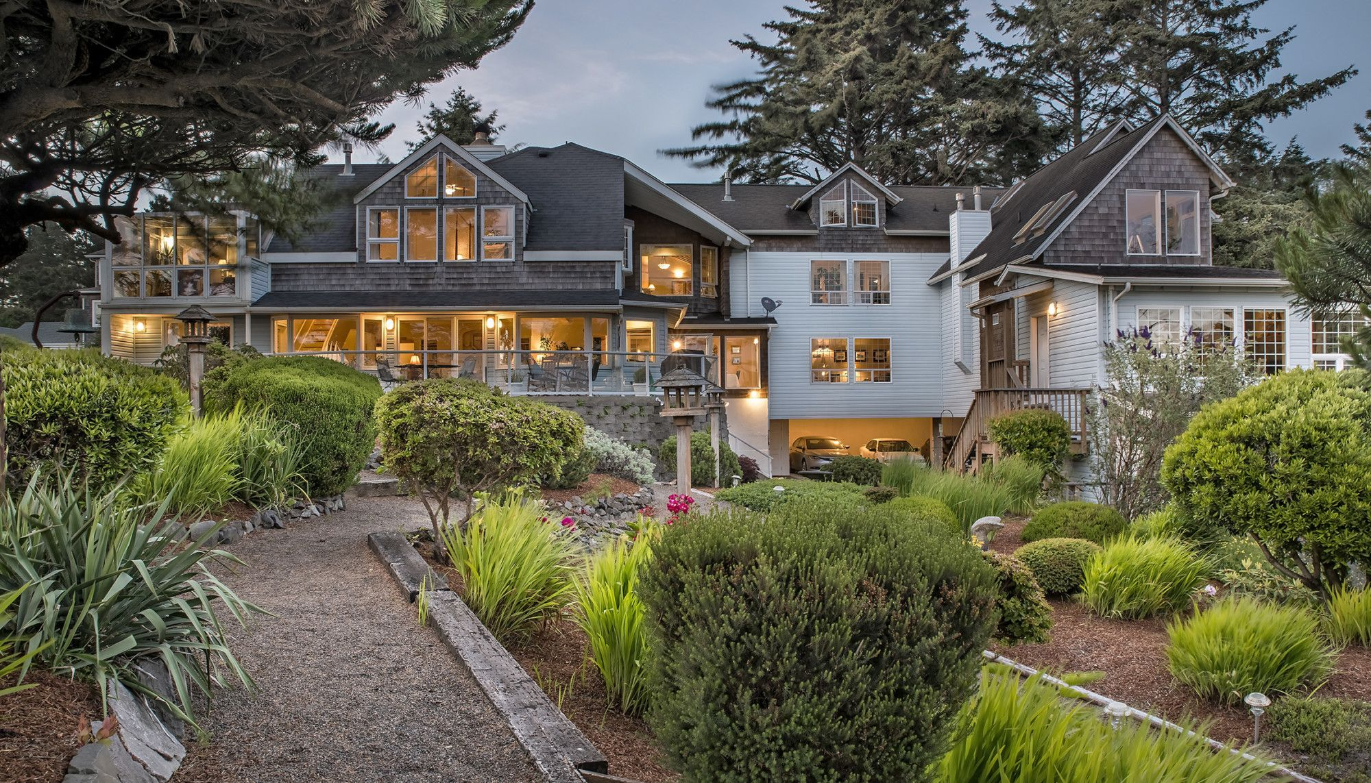 1,750,000. Oregon Oceanfront B&B for sale Ocean house