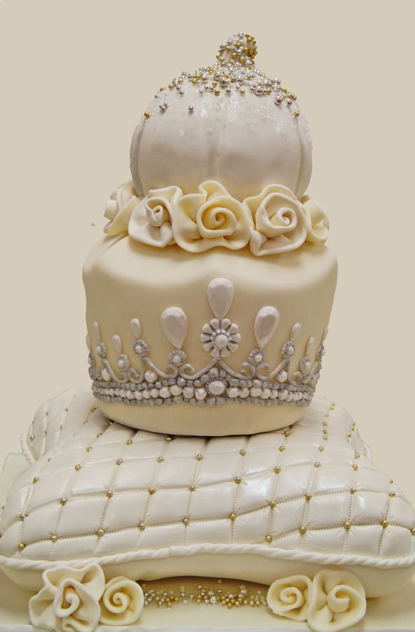 Wouldn T Do As A Wedding Cake But Maybe A Princess Party Cinderella Wedding Cake Cake Cake Competition