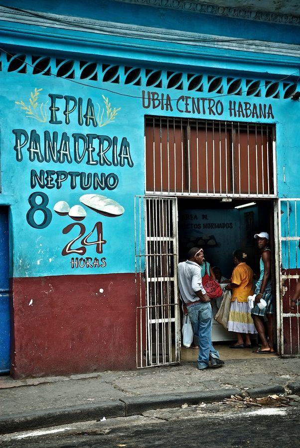 #Cuba, hermoso contraste de esta foto, parece casi una pintura.