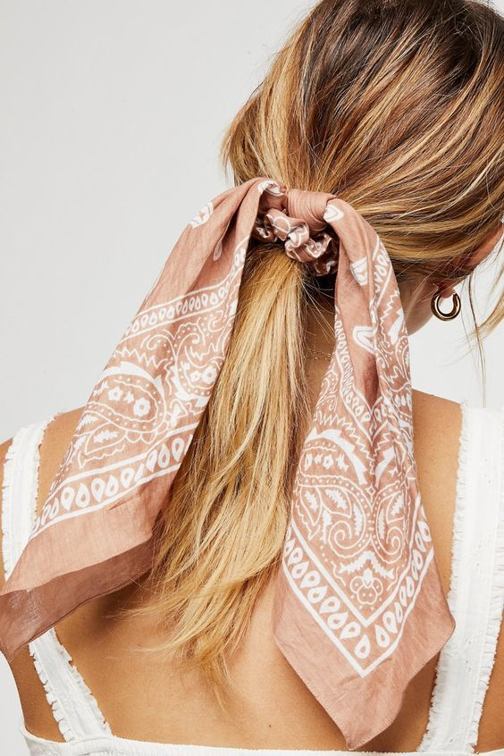Tendance rubans et foulards s'invitent dans nos cheveux