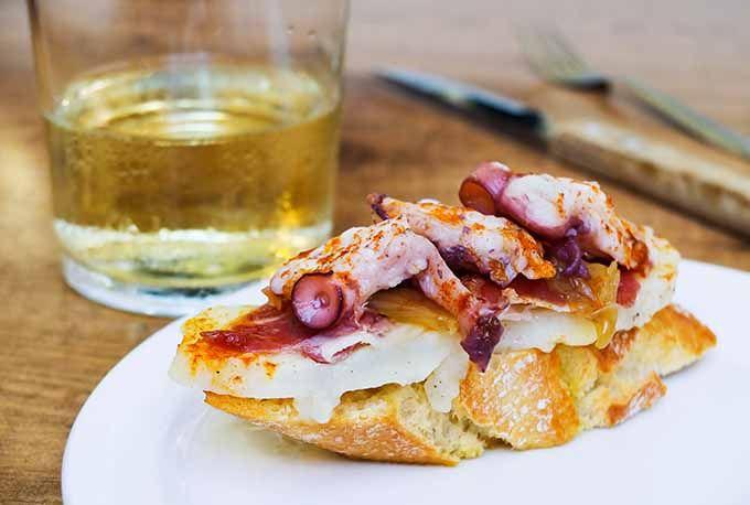 Degustación del chicharro al chacolí: País Vasco. Una de los ...