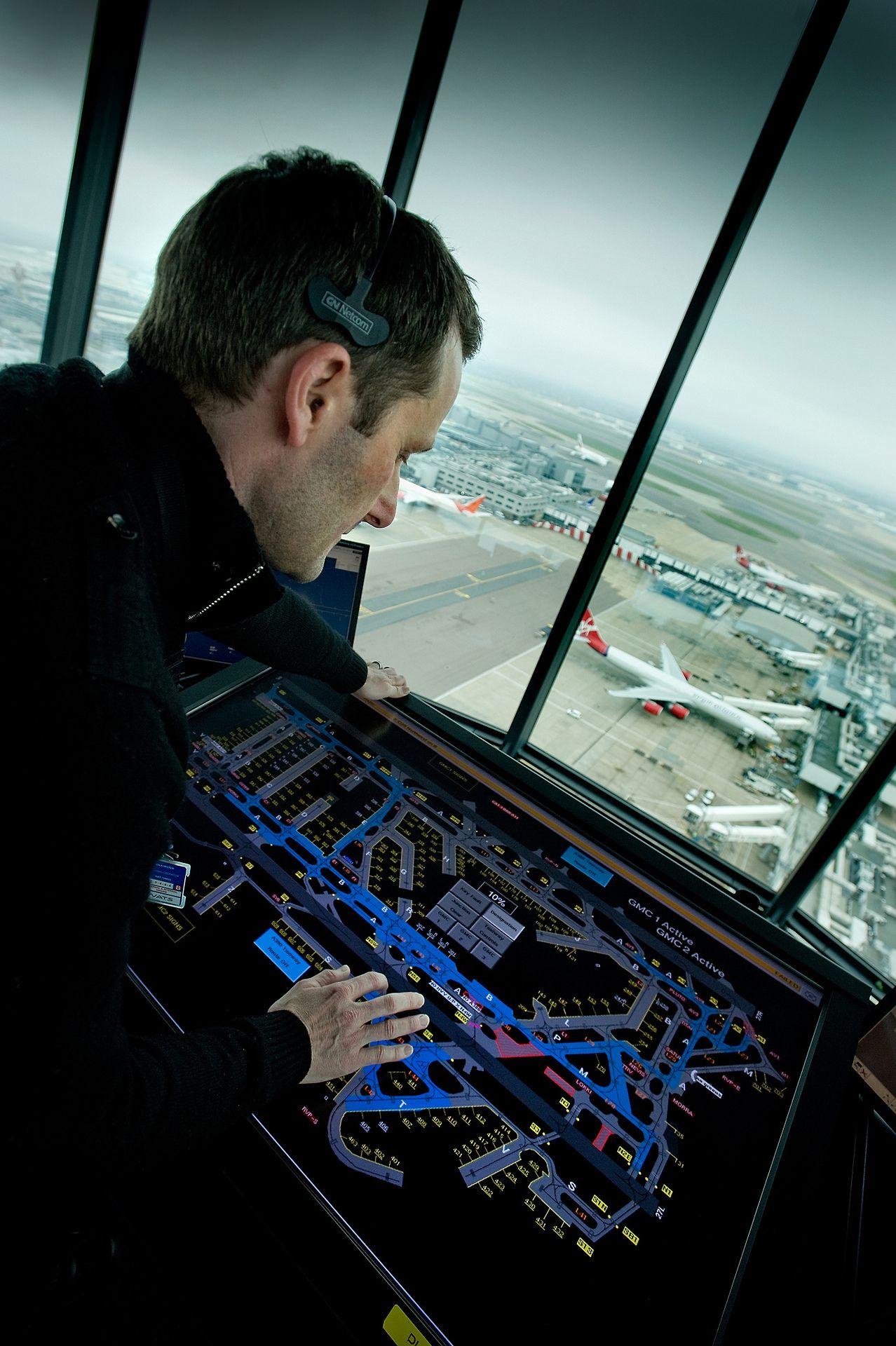 London Heathrow Tower Air Traffic Controller Controlador