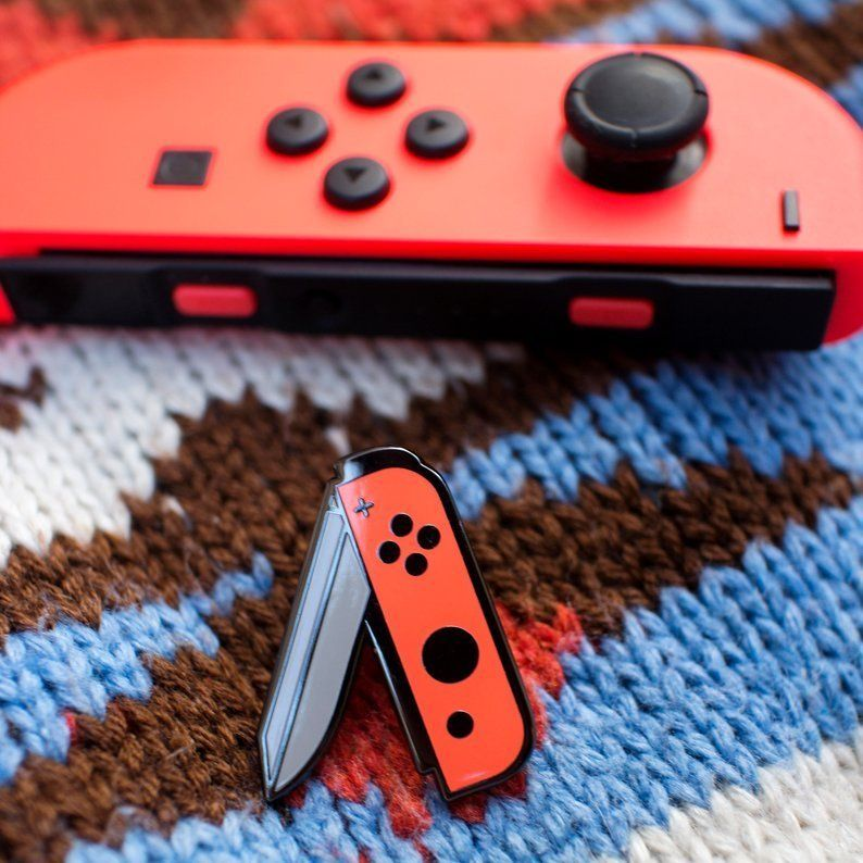 Nintendo Switch Blade Pins made by PoppePins -