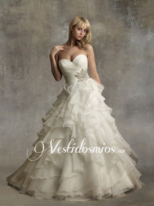 encuentra este pin y muchos ms en vestidos de novia de fernandarg moderno escote corazon