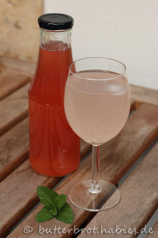 Mit gekühltem Sprudelwasser aufgegossen und einem Eiswürfel ergibt er ein erfrischendes Getränk für laue Sommerabende.