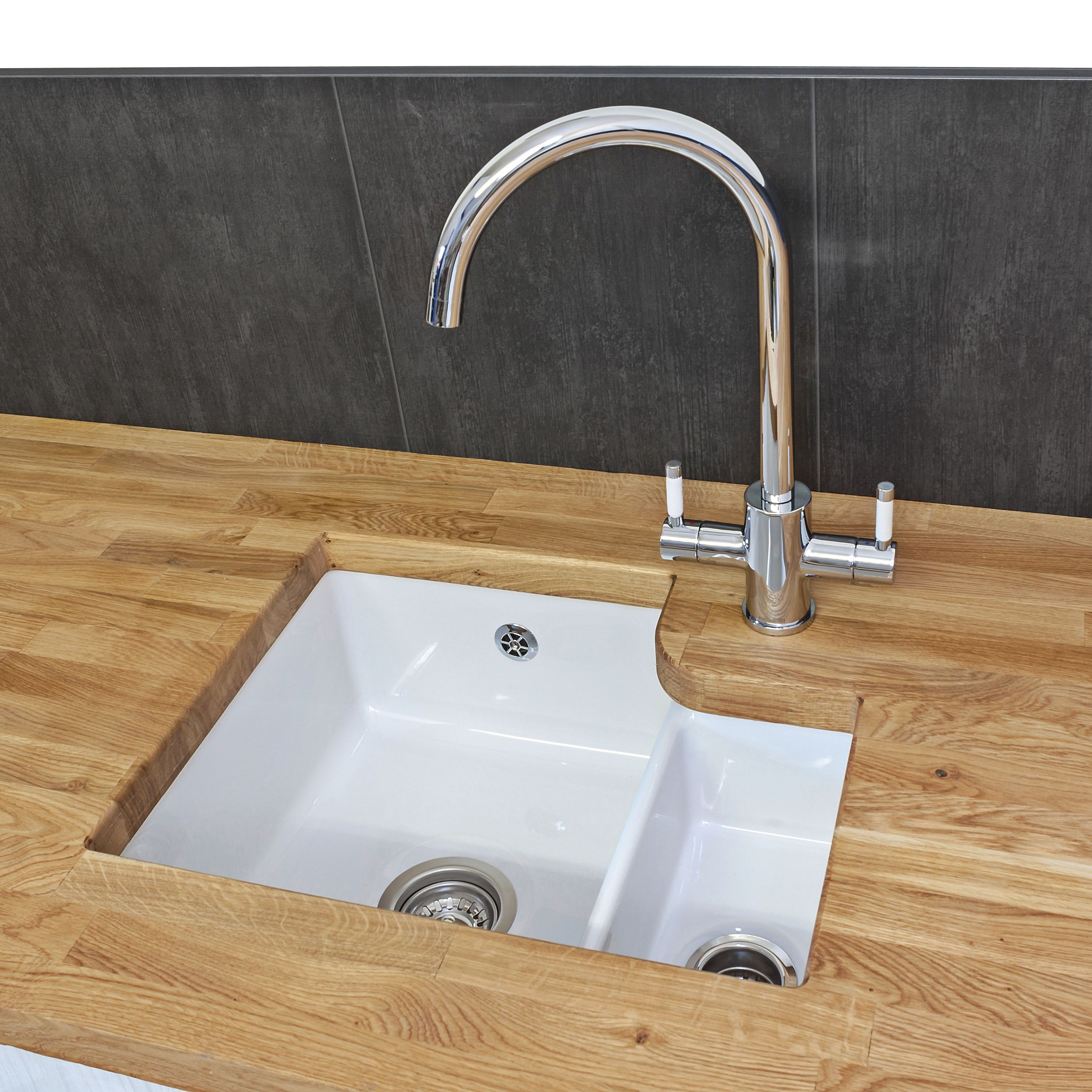 Reginox Tuscany Undermount White Ceramic 1 5 Bowl Kitchen Sink With Waste Included In 2020 Sink Ceramic Sink Bowl Sink
