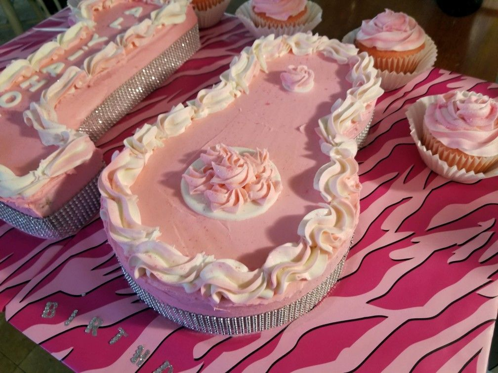 18 shaped birthday cake cupcakes strawberry cake with