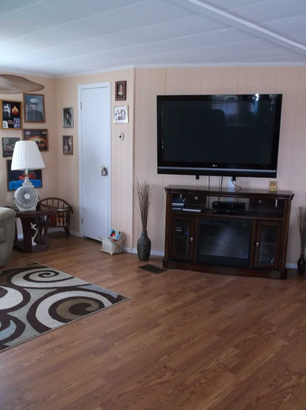 Laminate floors 1981 BUDD Mobile / Manufactured Home in