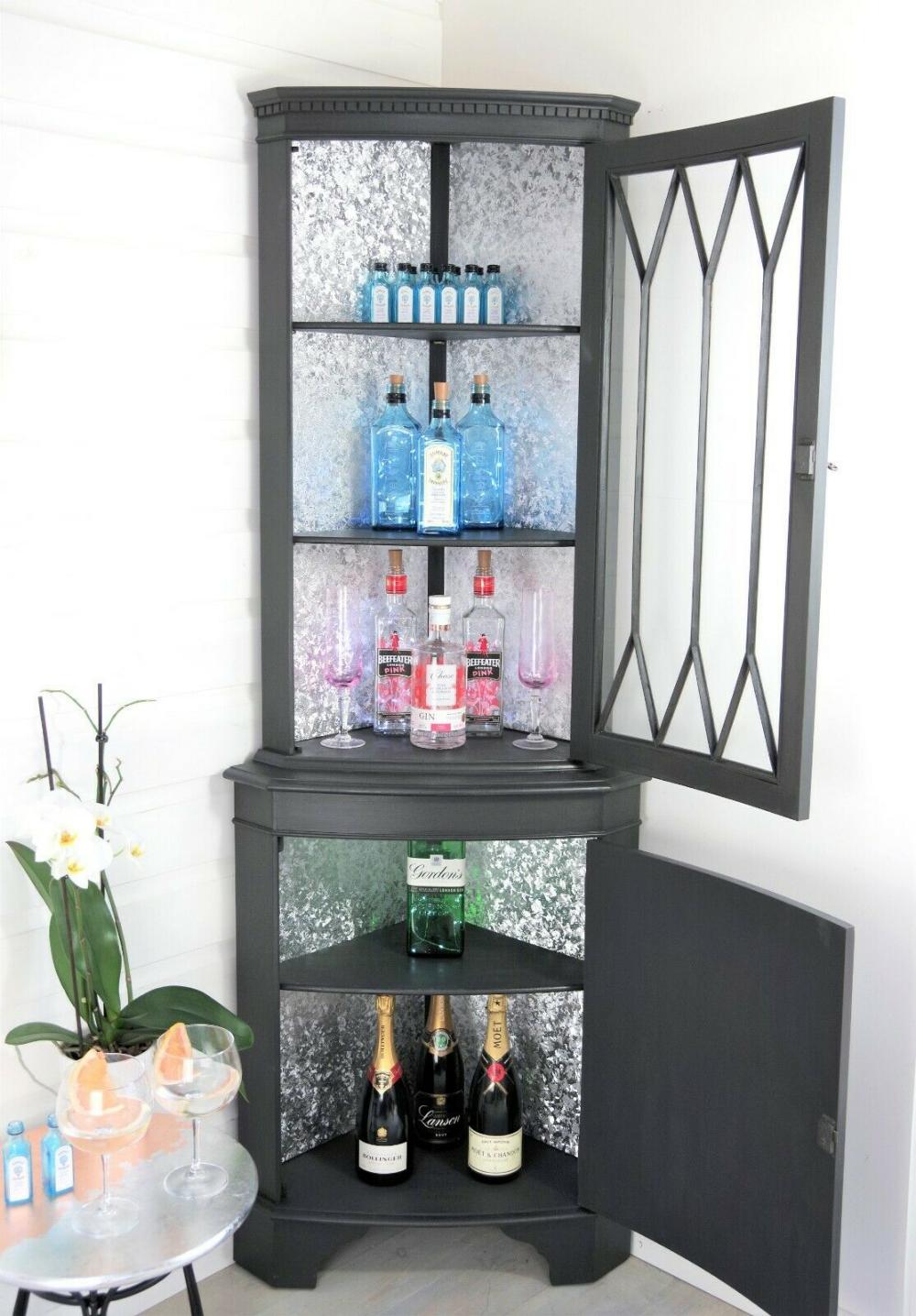Vintage Corner Gin Bar Drink Display