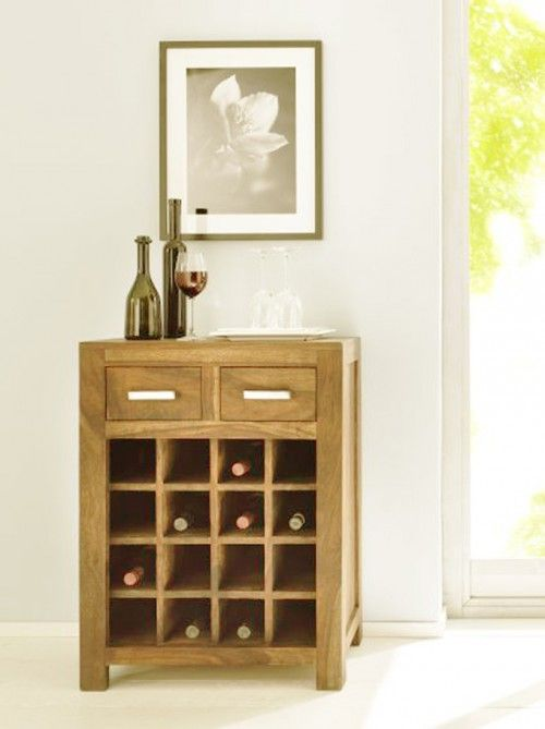 Ästehtischer können edle Tropfen kaum verstaut werden: Für 16 Flaschen Wein bietet das Weinregal aus Sheesham Holz Platz.