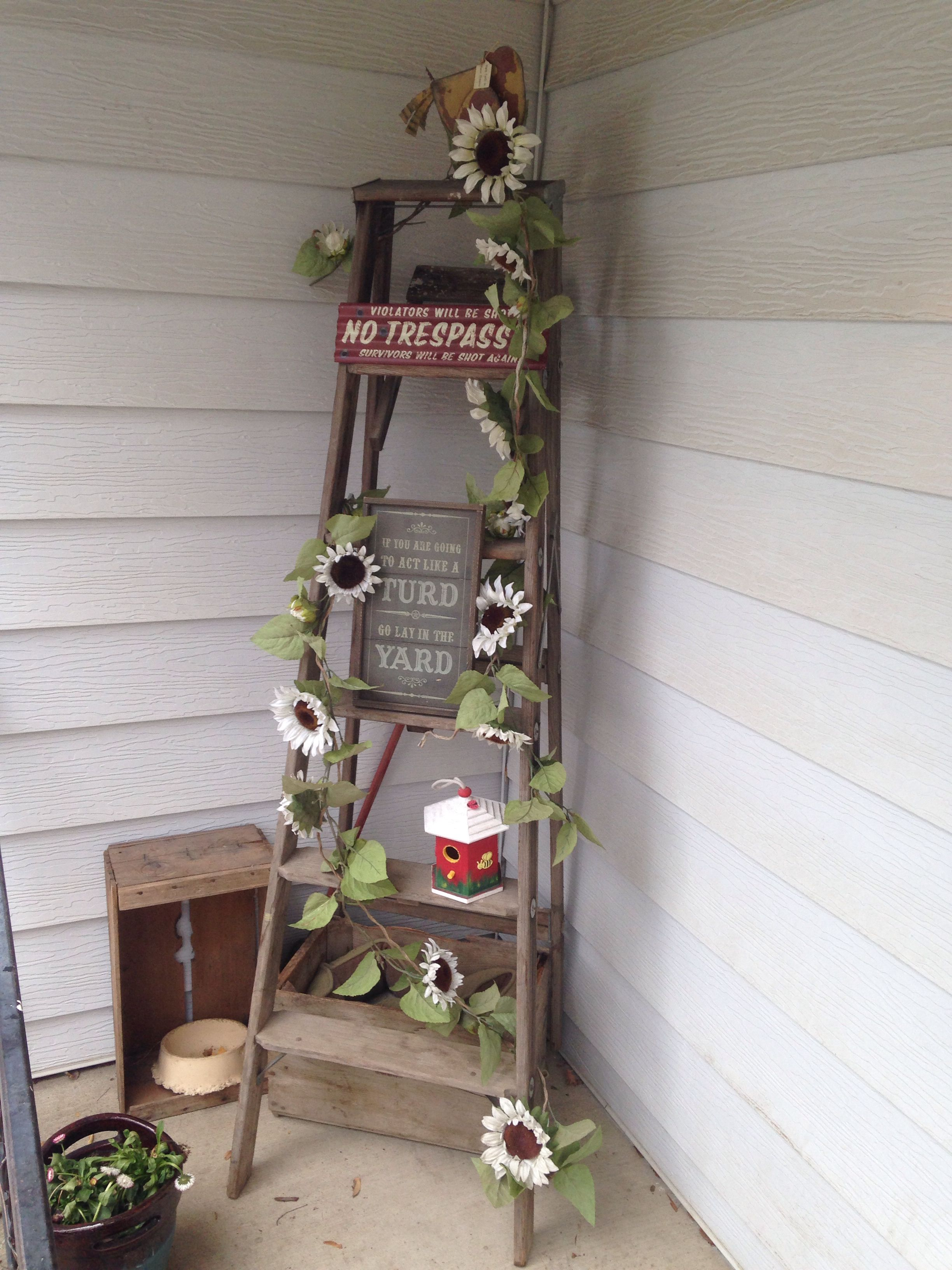 Repurposed ladder front porch decor decor in 2019 for Decor ladder house