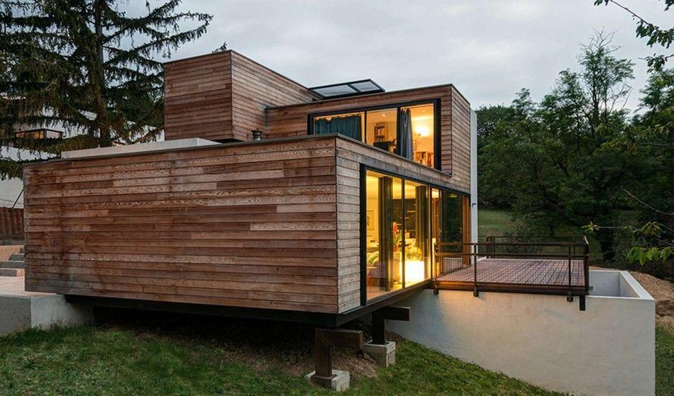 quand le bois vient sublimer une maison contemporaine surmont e de containers architecture. Black Bedroom Furniture Sets. Home Design Ideas