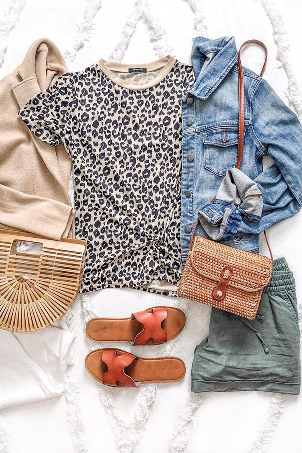 Trendy Style 2020 Women's Outfits Inspiration Leopard Print T Shirt Styling Tips Street Wear Casual