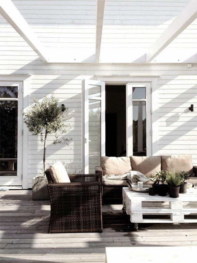 simpleste: All is pretty. | Veranda | Pinterest | Outdoor living ...