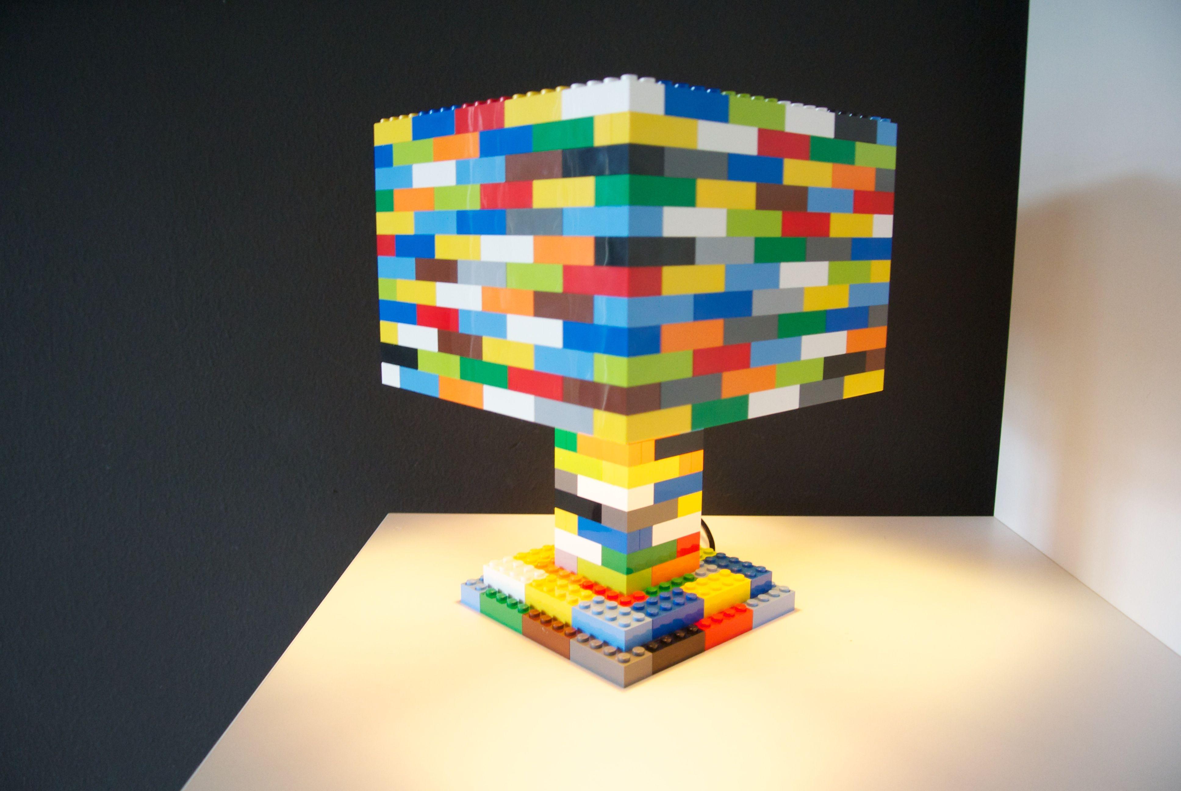 farbenfröhliche lego-lampe von lesign // colorful handmade lego