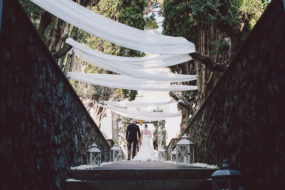 This drapery for the wedding ceremony is killer. Tented Italian Wedding Amalfi Coast Villa Eva via @StorybrdWedding