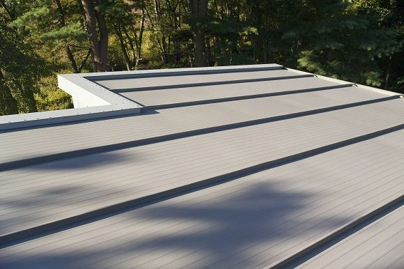The Kingspan Kingzip Insulated Standing Seam Roof Provides A Faster Build And Higher Return On Investment Standing Seam Roof Standing Seam Roof Panels