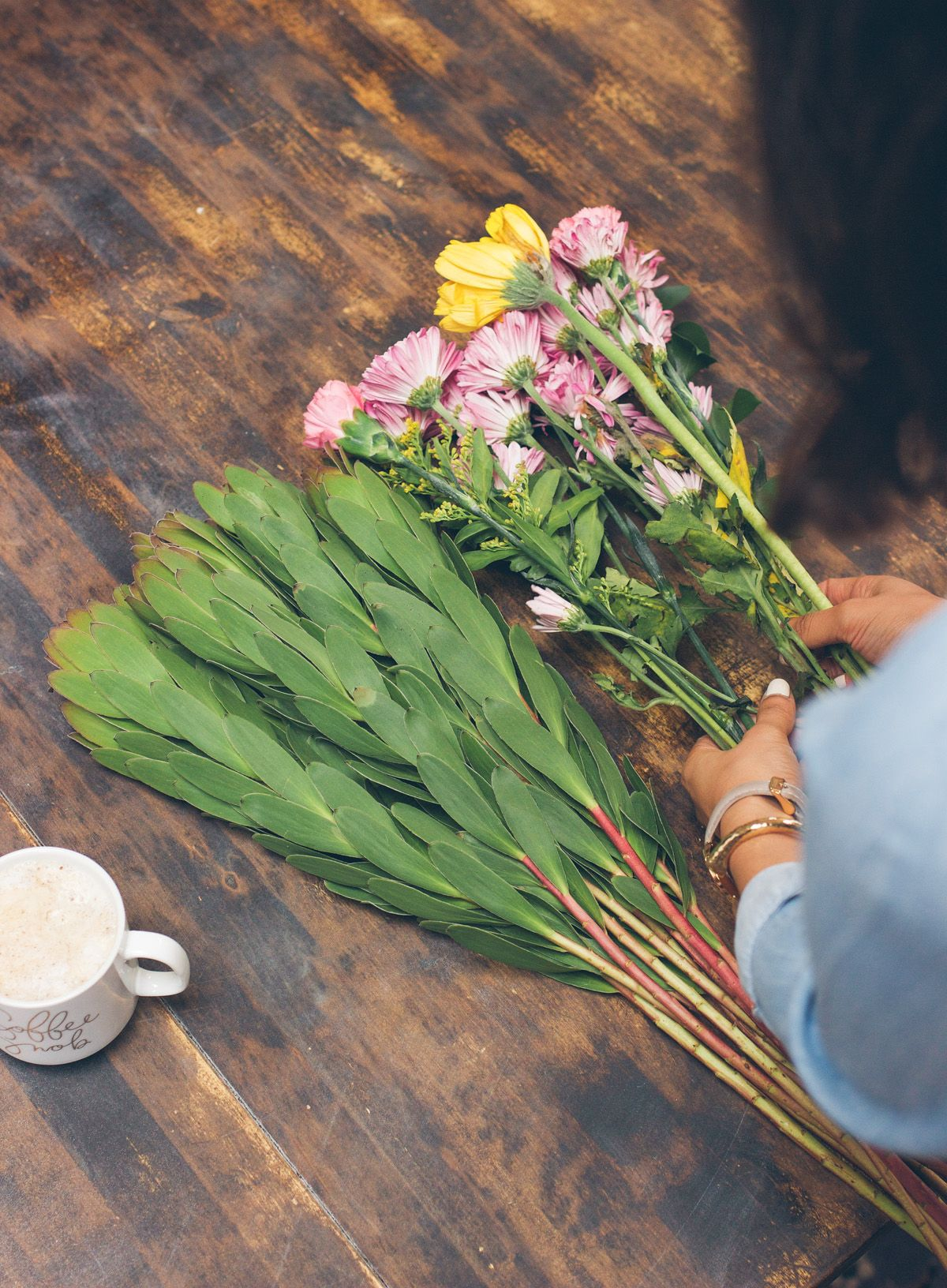 arranging flowers at home, easy flower arrangement